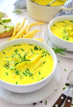 Obłędnie+żółta+zupa+na+lato+z+fasolką+i+cukinią  :+Żółty+to+zdecydowanie+kolor+lata.+To+kolor+ciepły,+który+zawsze+kojarzy+się+z... Best Soup Recipes, Vegan Recipes, Cooking Recipes, Vegan Gains, Good Food, Yummy Food, Special Recipes, Food Design, My Favorite Food