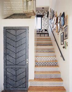 Escaleras, puerta, blanco y negro♥