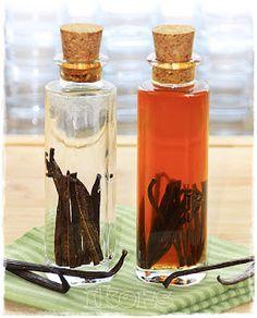 Vanilleessenz /Vanilleextrakt 4-5 Vanilleschoten 200 g Doppelkorn oder Wodka Die Vanilleschoten längs halbieren und aufsc...