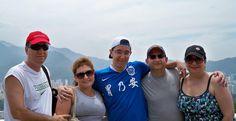 """Depoimento da mãe de um aluno! Victor entre seus pais naturais, Daniel e Rosana e seus """"pais americanos"""", no Rio. ICCE"""