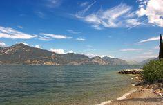 Lago di Garda in una splendida giornata di sole; assolutamente da visitare!
