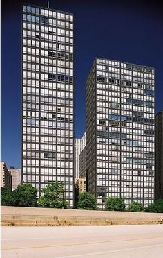 Built by Mies van der Rohe in Chicago, United States with date 1951. Images by Hagen Stier. A few months ago we reported on the restoration of Mies van der Rohe's 860-880 Lake Shore Drive by Krueck & Sexto...
