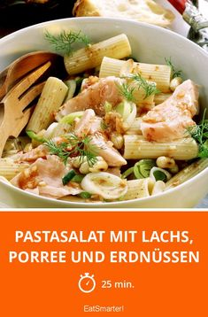 Pastasalat mit Lachs, Porree und Erdnüssen - smarter - Zeit: 25 Min. | eatsmarter.de