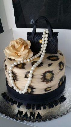 41 ideas for birthday cake fondant woman leopard prints Cheetah Birthday Cakes, Birthday Cakes For Teens, 21st Birthday Cakes, 55th Birthday, Cheetah Print Cakes, Leopard Cake, Leopard Prints, Fondant Rose, Fondant Cakes