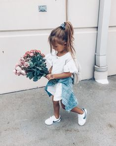 Look at these 21 adorable little girl outfits to find cute outfits for your little girl and make her happy! Little Kid Fashion, Little Girl Outfits, Cute Little Girls, Cute Baby Girl, Baby Girl Fashion, Toddler Fashion, Toddler Outfits, Cute Babies, Kids Fashion