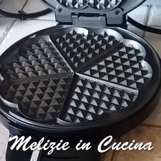 Cocoa Waffle without Butter and Libra – Melizie in Cucina ricette Crepes, Cool Kitchen Gadgets, Cool Kitchens, Almond Paste Cookies, Sweet Recipes, Cake Recipes, Easy Biscotti Recipe, Waffles, Friend Recipe