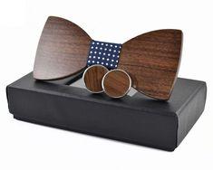 LeeWooden - drevený motýlik s manžetovými gombíkmi, darčekové balenie Wooden Bow Tie, Sunglasses Case, Bows, Accessories, Bow Ties, Wood Gifts, Men Gifts, Trunks, Twins