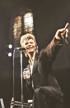 David Bowie, Paradiso 1987 David Bowie Pictures, Mick Ronson, Bowie Starman, Tv Show Music, Rock N Roll Music, Ziggy Stardust, Mick Jagger, David Jones, No One Loves Me