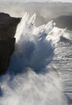 methexys: Juegos de Agua (by Ahio) Some strong waves there..