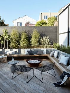 Outdoor Rooms, Outdoor Furniture Sets, Outdoor Decor, Ideas Terraza, Concrete Retaining Walls, Retaining Wall Patio, Patio Grande, Patio Interior, Built In Seating