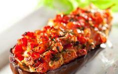 Melanzane ripiene, ricetta vegetariana - Le melanzane ripiene sono un piatto tipico della cucina italiana. In questa versione vegetariana, troviamo ingredienti che vantano diverse proprietà benefiche.