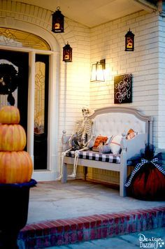 Front Porch (Home Depot Style Challenge) How I decorated my Halloween Patio for Home Depot's Halloween Style Challenge. See how I incorporated a fire breathing dragon into my decor! Halloween Designs, Home Depot Halloween, Halloween Veranda, Diy Halloween Home Decor, Outdoor Halloween, Easy Home Decor, Halloween House, Outdoor Christmas, Halloween Halloween