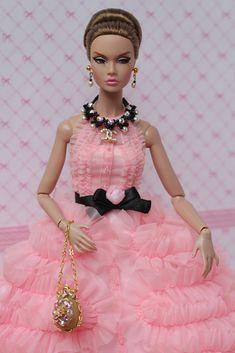 Modelling my jewels. www.etsy.com/shop/IsabelleParisJewels