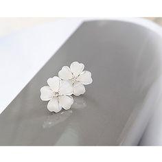 $0.99 1 Pair Flower Earrings Beautiful Crystal Flower Delicate Lady Earrings Accessories - BornPrettyStore.com
