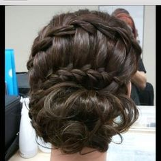 Love this hair-do!