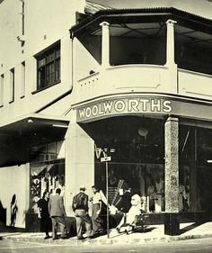 The first Woolworths in the country opened its doors in the old Royal Hotel building , Plein street, Cape Town in Durban South Africa, Hotel Secrets, Most Beautiful Cities, African History, Cape Town, Old Photos, Old Things, Black And White, Country