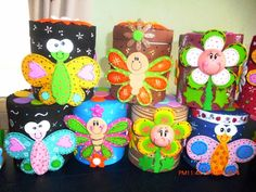 CUCHITURAS MANUALIDADES: POTES MULTIUSOS, LAPICES Y BOLÍGRAFOS CUCHI. Tin Can Crafts, Easy Crafts, Crafts For Kids, Pot A Crayon, Recycling, Decorate Notebook, Recycled Crafts, Classroom Themes, Nursery Room