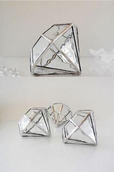 Hey, diesen tollen Etsy-Artikel fand ich bei https://www.etsy.com/de/listing/195933850/glass-terrarium-trending-terrarium