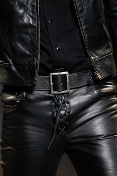 Leather trousers by Saint Laurent Spring 2015 - Is it OK or is it NOT Jeans En Cuir, Leather Fashion, Mens Fashion, Mens Leather Pants, Leather Jackets, Herren Outfit, Looks Style, Black Men, Saint Laurent