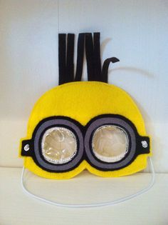 Pretend Play Minion Inspired Mask por MMEmbroideredGifts en Etsy, $12.00