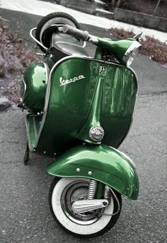#vespa #italiandesign Vespa 150, New Vespa, Piaggio Vespa, Lambretta Scooter, Scooter Scooter, Triumph Motorcycles, Vintage Motorcycles, Ktm 525 Exc, Vintage Vespa