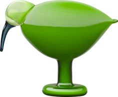 iittala Toikka Green Ibis One of Oiva Toikka's most popular bird forms returns in this striking green color. The iittala Toikka Green Ibis is a beautifully simple bird with a smooth, flowing form. An uncomplicated, but deep col. Design Shop, Contemporary Decorative Objects, Green Home Decor, Green Decoration, Blown Glass Art, Shops, Nordic Design, Scandinavian Design, Glass Birds