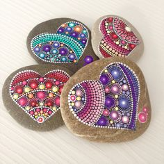 Heart Painting, Dot Art Painting, Rock Painting Designs, Pebble Painting, Painting Patterns, Stone Painting, Mandala Painted Rocks, Mandala Rocks, Hand Painted Rocks
