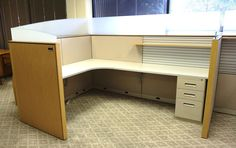 """Knoll Office Furniture """"Bullpen Style Cubicle"""" Workstation/ Cubicle"""
