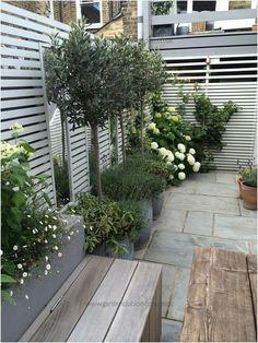 41 Beautiful Small Urban Garden Design Ideas Gongetech To be able to have an excellent Modern Garden Decoration, it is … Small Garden, London Garden, Urban Garden Design, Garden Wall, Garden Planning, Garden Design, Garden Club