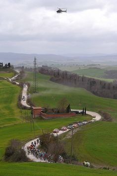 #StradeBianche Gallery: The Peloton winds its way through the dusty roads!