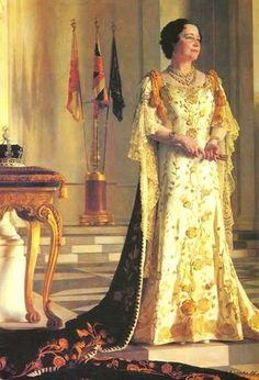 Official coronation portrait of Queen Elizabeth