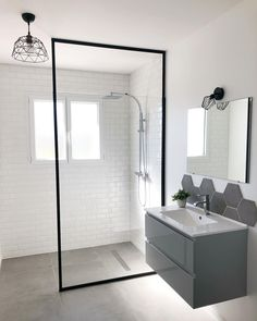 How to Finish Your Basement and Basement Remodeling – House Remodel HQ Bathroom Design Inspiration, Bad Inspiration, Apartment Interior Design, Bathroom Interior Design, Upstairs Bathrooms, Small Bathroom, Home Design, Rustic Bathroom Designs, Minimalist Home Interior