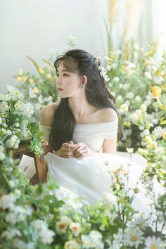 Wedding Goals, Dream Wedding, Korean Wedding Photography, Korean Bride, Pre Wedding Photoshoot, Bride Hairstyles, Wedding Couples, Bridal Hair, Wedding Inspiration