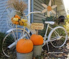 I have an old bike that I could totally use to do this.. So simple love the shabby chic look of it.