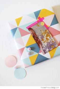 Make lovely gift tags from magazine pages - We Are Scout Wrapping Gift, Gift Wraping, Wrapping Ideas, Pretty Packaging, Gift Packaging, Diy Gift Wrap Box, Cute Crafts, Diy Crafts, Mail Gifts