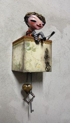 Vermelho is a brazilian streetartist Clay Dolls, Art Dolls, Bjd, Monster Dolls, Bunny Art, Paperclay, Assemblage Art, Clay Art, Beautiful Dolls