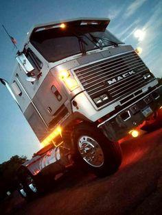 Mack Ultraliner - the coolest cabover Mack Trucks have ever built Old Mack Trucks, Rc Cars And Trucks, Big Rig Trucks, Semi Trucks, Cool Trucks, Custom Big Rigs, Custom Trucks, Diesel Cars, Diesel Trucks
