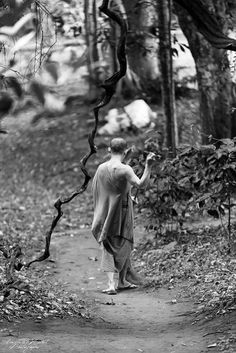 Cleaning the path in the middle of the jungleNorth Thailand.https://www.facebook.com/Angela.Michel.photographe/