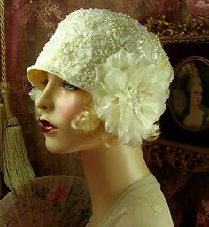 vintage style off white bridal beaded sequined floral cloche flapper hat Vintage Outfits, Vintage Fashion, Vintage Hats, Vintage Style, Victorian Fashion, Fashion Fashion, 1920s Style, 1930s Fashion, Vintage Purses