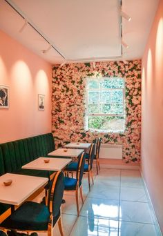 Saint Aymes Cafe London - Jane was here Interior Design Courses, Cafe Interior Design, Cafe Design, Beauty Salon Decor, Beauty Salon Interior, Coffee Shop Aesthetic, Pink Cafe, London Cafe, Cafe Wall