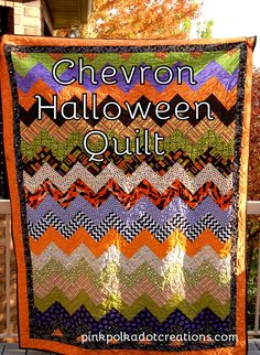 chevron quilt sewn on the diagonal Archives - Pink Polka Dot Creations Halloween Fabric Crafts, Halloween Quilts, Halloween Projects, Happy Halloween, Halloween Blanket, Fabric Shack, Fall Sewing, Fat Quarter Quilt, Fall Quilts