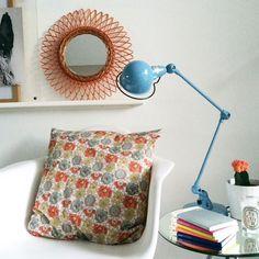 """La lampe de Table Jieldé Signal Si333 est un véritable """"Must Have"""". Faisant le bonheur des architectes, des particuliers grâce à la diversité de ses coloris. Une finiton Chrome ou acier brossé vous garantira un look loft,industriel, un coloris peinture saura s'accorder avec votre intérieur moderne ou contemporain. LUMITOP PROPOSE EN EXCLUSIVITÉ 23 COLORIS PEINTURE AINSI QUE CHROME ET ACIER BROSSÉ"""