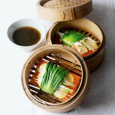 Steamed pak choi and ginger-wrapped salmon~This simple salmon recipe is served with spring onion and sesame dressing