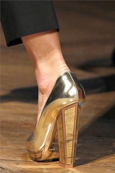 The mirror heel