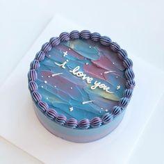 """684 次赞、 15 条评论 - 하트앤애로우 / baking studio (@heart_n_arrow) 在 Instagram 发布:""""은은하게 빛나는 밤하늘 케이크 . 💘하트앤애로우 성수동에서 마곡으로 이전했습니다 💘당분간 케이크 예약은 받지않고, 클래스로만 운영됩니다(클래스접수는 블로그에서 받습니다)"""" Sweet Cakes, Cute Cakes, Pretty Cakes, Beautiful Cakes, Bithday Cake, Cute Birthday Cakes, Mini Cakes, Cupcake Cakes, Cute Desserts"""