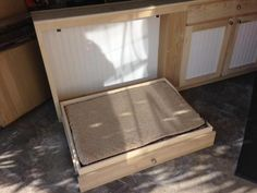 Decorate your room in a new style with murphy bed plans Best Murphy Bed, Murphy Bed Plans, Built In Bookcase, Bookcases, Diy Dog Crate, Modern Murphy Beds, Hidden Bed, Dog Rooms, Decorate Your Room