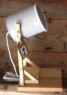 Lámparas hechas con latas de tomate reciclado