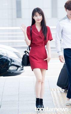 IU (아이유) - Picture @ HanCinema :: The Korean Movie and Drama Database Fashion Idol, Kpop Fashion, Korean Fashion, Fashion Looks, Fashion Outfits, Airport Fashion, Korean Girl, Asian Girl, Traje Casual