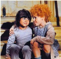 Awwww, Annie and Molly! They'll never get old!