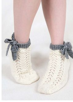Ravelry: Ankle bow socks pattern by Emma Wright Knitted Slippers, Crochet Slippers, Knit Crochet, Knitting Socks, Baby Knitting, Laine Rowan, Woolen Socks, Ravelry, Knit Stockings